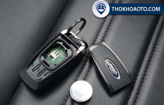 Chìa khóa ô tô ford
