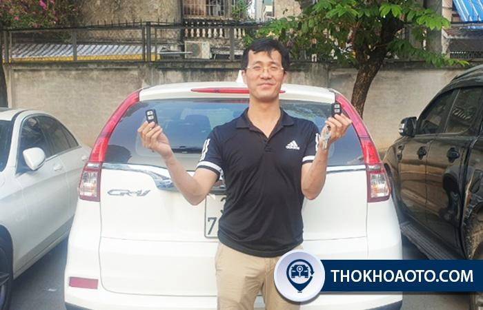 Khách hàng làm chìa khóa thông minh CR-V tại THOKHOAOTO.COM