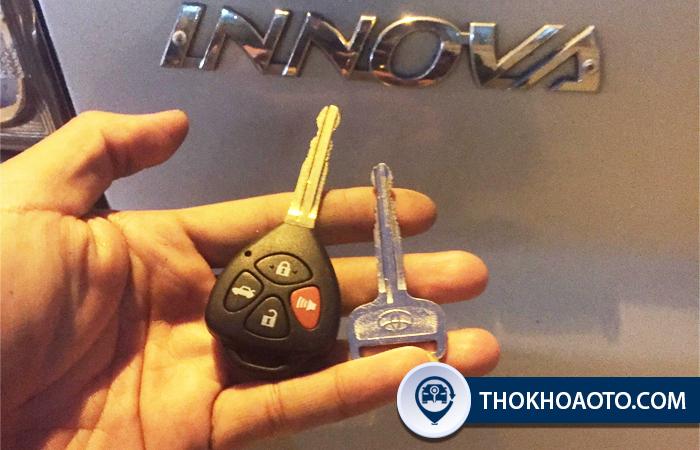 Làm chìa khóa xe Innova tại Thợ Khóa Ô Tô