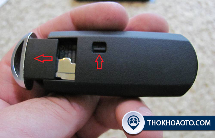 Thay pin chìa khóa ô tô Mazda 3 ở đâu?