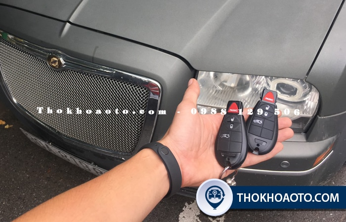 Làm chìa khóa xe chrysler - THOKHOAOTO.com