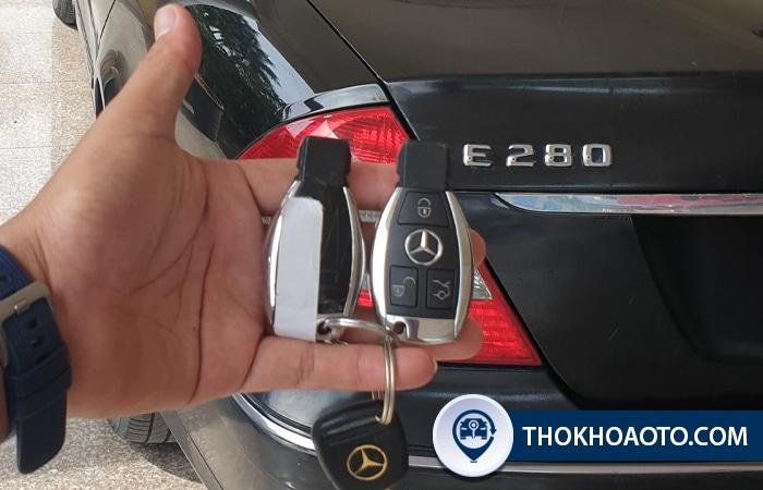Làm chìa khóa xe Mercedes C300