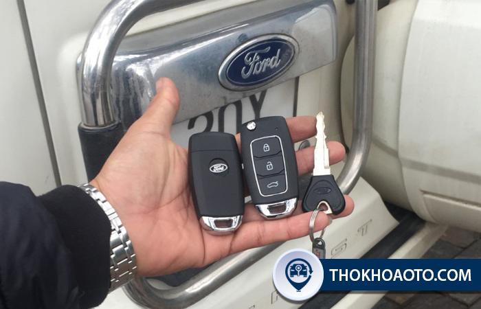 làm chìa khóa xe ford tại Thợ Khóa Ô Tô