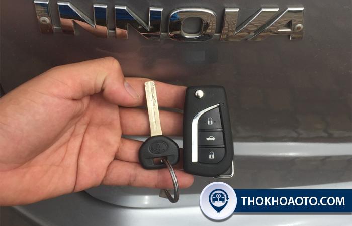 Làm thêm chìa khóa điện xe Innova