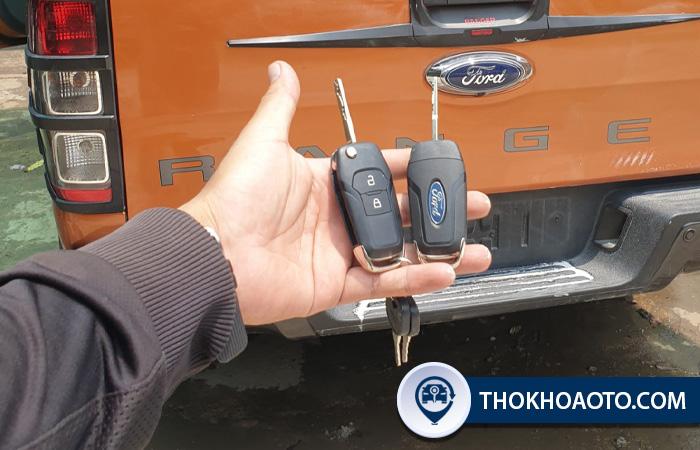thay pin chìa khóa ô tô ford