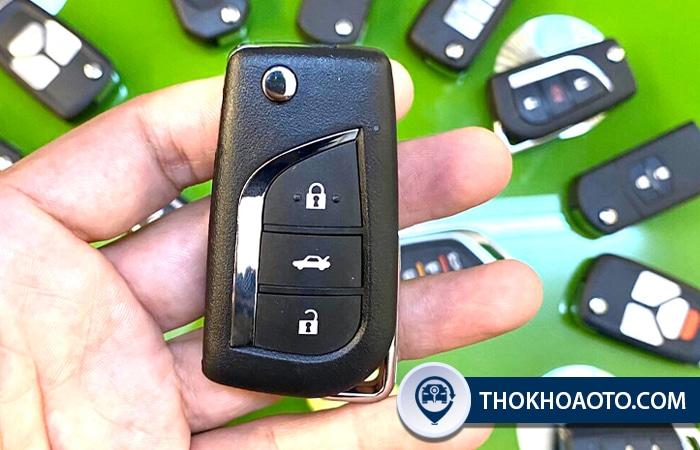Chìa khóa gập ô tô mẫu 2: B13 3 nút