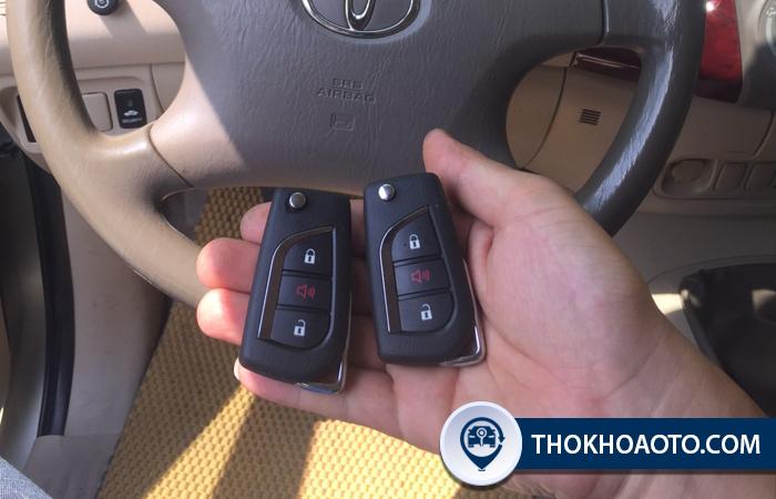 Độ chìa khóa gập xe Toyota