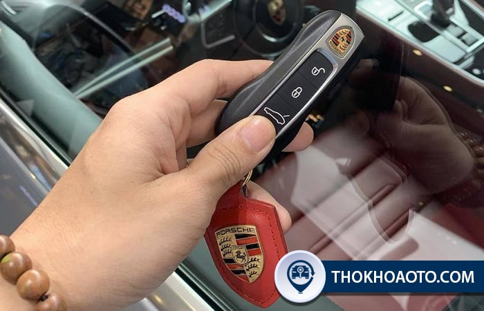 Lắp khóa điện ô tô